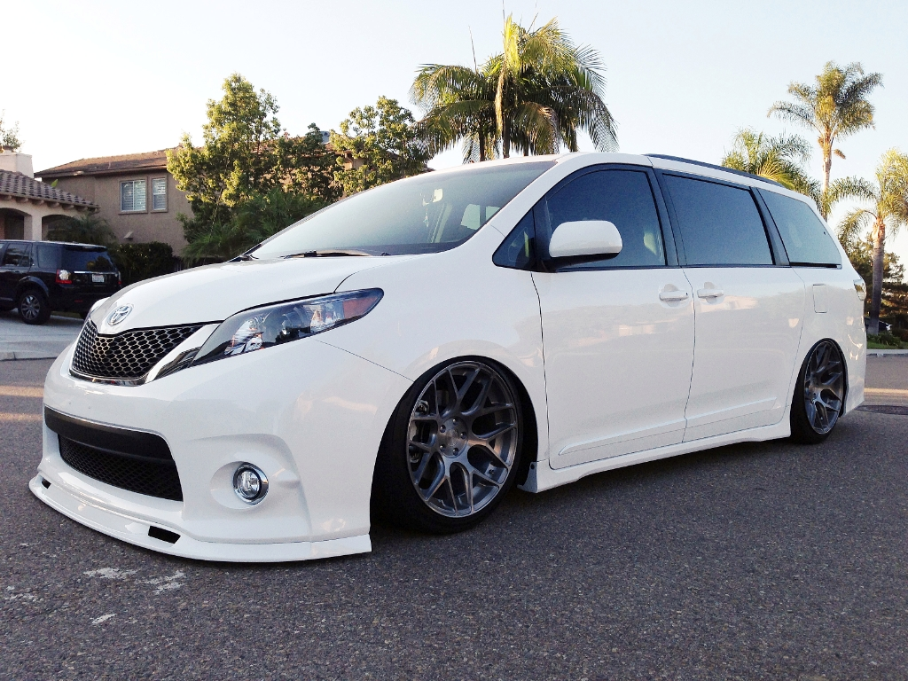 Toyota Sienna Pictures